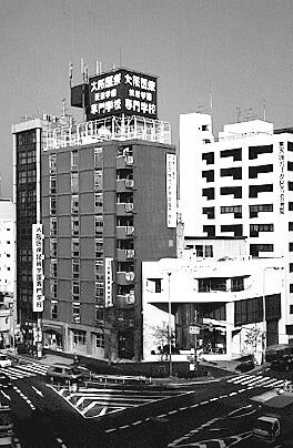 大阪医療技術学園専門学校より医療福祉科を分離し、学校法人大阪滋慶学園 大阪保健福祉専門学校を設立。
