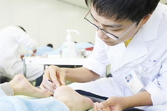 鍼灸実技室