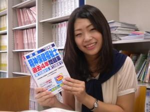 卒業生の冨川さん来校8月30日