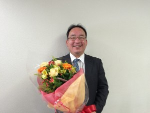 加藤先生と花束2