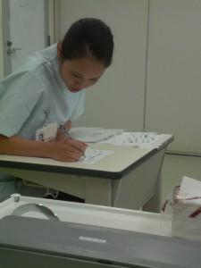 ④1検査道具と受験者-1
