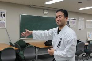 ①格闘:教える飯塚先生-1