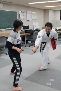 ⑨格闘:指導する飯塚先生