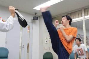 ⑩格闘:踵落とし